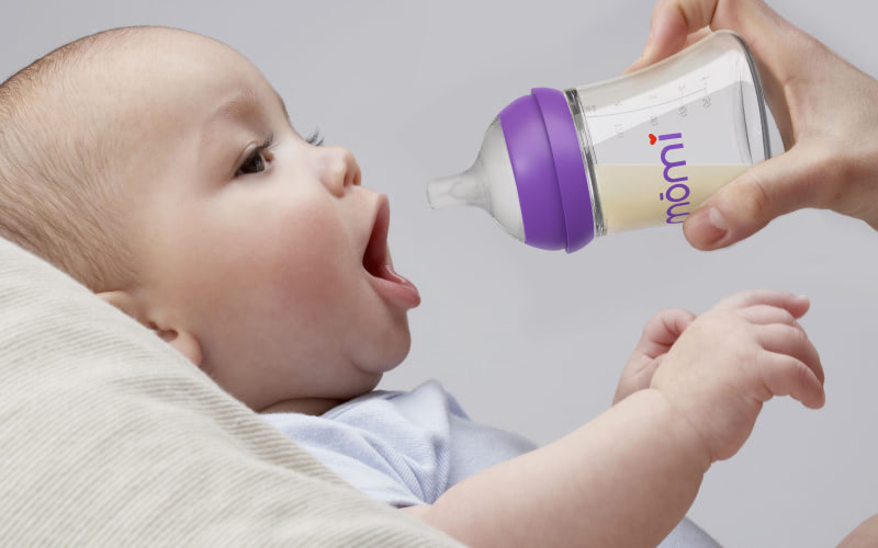 Feeding a baby using the MOMI baby bottle